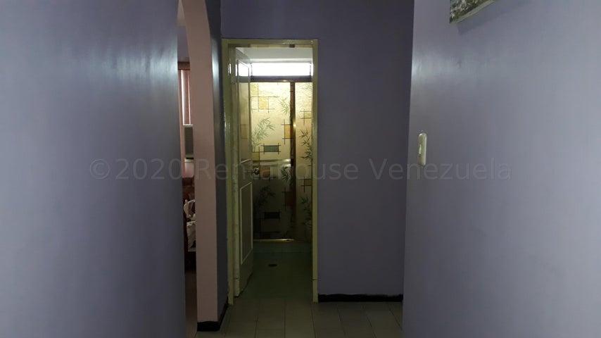 Apartamento Aragua>Maracay>Urbanizacion El Centro - Venta:21.500 Precio Referencial - codigo: 21-8063
