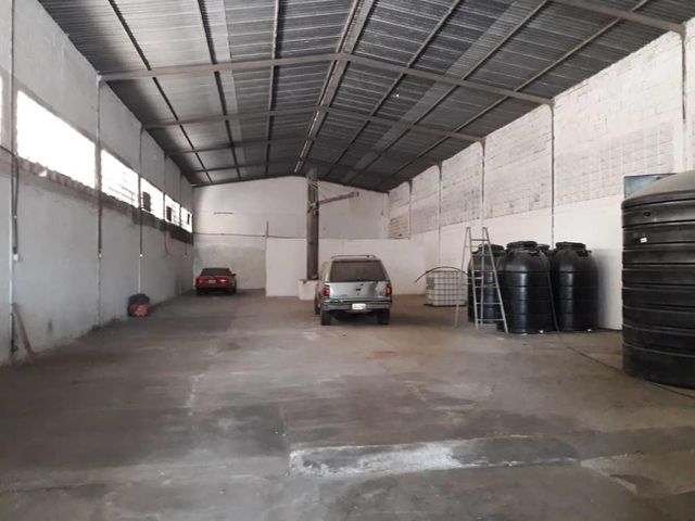 Local Comercial Yaracuy>Sabana de Parra>Jose A Paez - Venta:390 Precio Referencial - codigo: 21-8215