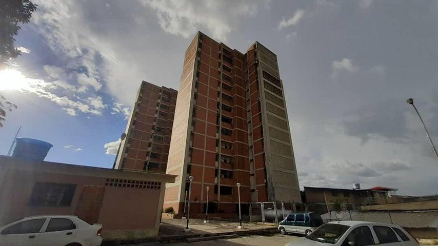 Apartamento Lara>Cabudare>Centro - Venta:11.000 Precio Referencial - codigo: 21-8244