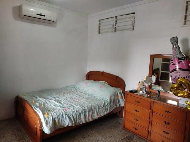 Apartamento Lara>Barquisimeto>Centro - Venta:13.000 Precio Referencial - codigo: 21-8249