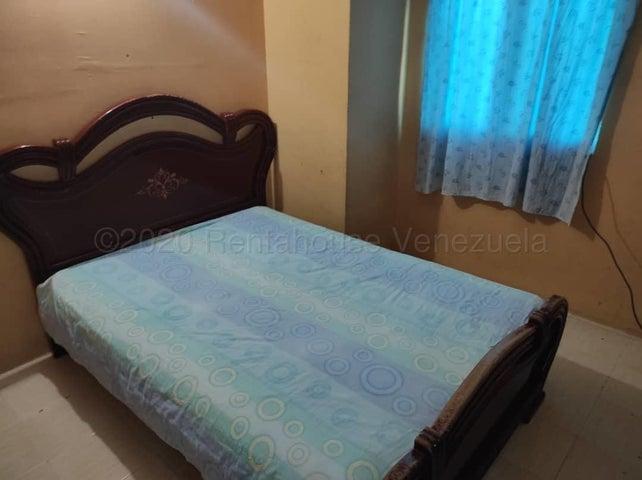 Townhouse Carabobo>Valencia>Parque Valencia - Venta:9.800 Precio Referencial - codigo: 21-8351