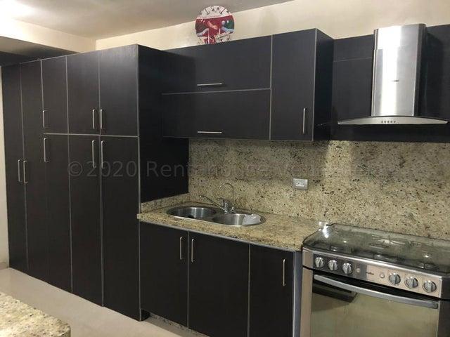 Townhouse Carabobo>Municipio San Diego>Monteserino - Venta:45.000 Precio Referencial - codigo: 21-8548