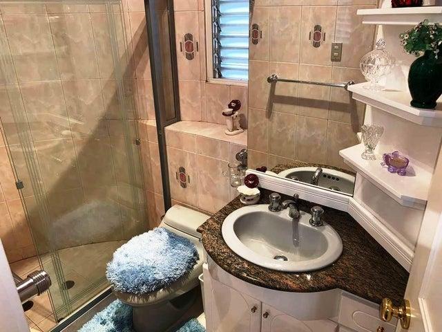 Casa Distrito Metropolitano>Caracas>Vista Alegre - Venta:450.000 Precio Referencial - codigo: 21-8602