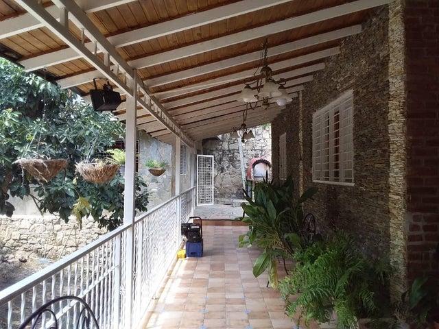 Casa Aragua>Maracay>El Castaño (Zona Privada) - Venta:80.000 Precio Referencial - codigo: 21-8647