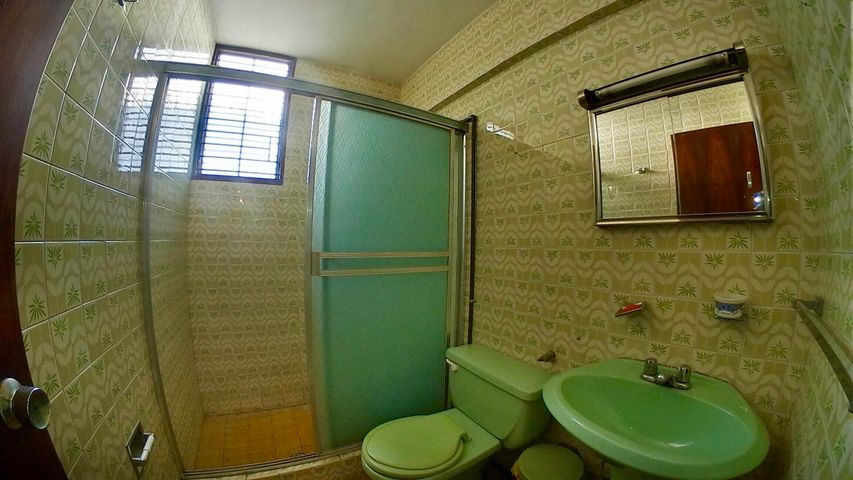 Casa Lara>Barquisimeto>Centro - Venta:35.000 Precio Referencial - codigo: 21-8712