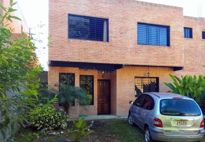 Townhouse Distrito Metropolitano>Caracas>Bosques de la Lagunita - Venta:70.000 Precio Referencial - codigo: 21-8771