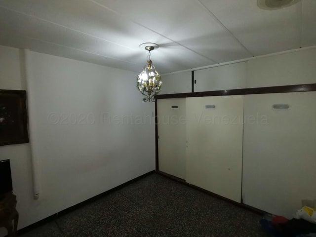 Casa Distrito Metropolitano>Caracas>La Castellana - Venta:800.000 Precio Referencial - codigo: 21-10969
