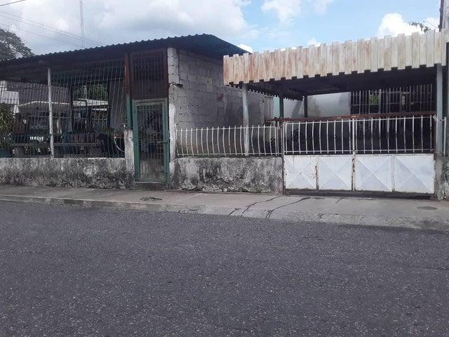 Casa Portuguesa>Araure>Centro - Venta:15.000 Precio Referencial - codigo: 21-8976