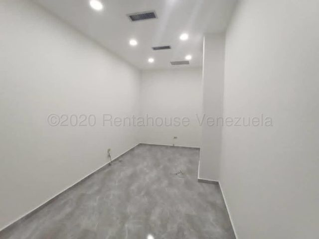 Local Comercial Distrito Metropolitano>Caracas>Santa Fe Norte - Alquiler:380 Precio Referencial - codigo: 21-8913