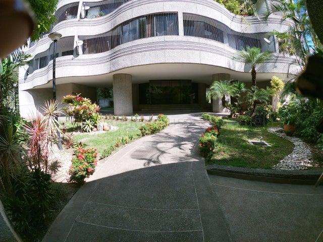 Apartamento Distrito Metropolitano>Caracas>Los Naranjos de Las Mercedes - Alquiler:850 Precio Referencial - codigo: 21-9076