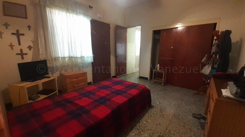 Casa Lara>Barquisimeto>Centro - Venta:37.000 Precio Referencial - codigo: 21-9095