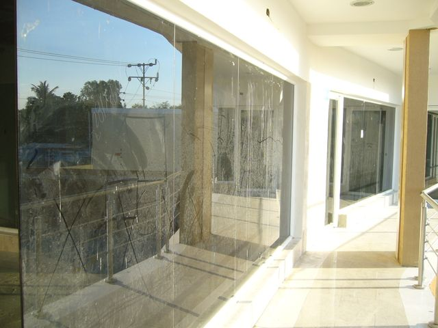 Local Comercial Zulia>Maracaibo>Avenida Milagro Norte - Venta:50.250 Precio Referencial - codigo: 21-9152