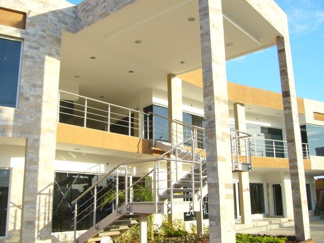 Local Comercial Zulia>Maracaibo>Avenida Milagro Norte - Venta:41.250 Precio Referencial - codigo: 21-9168