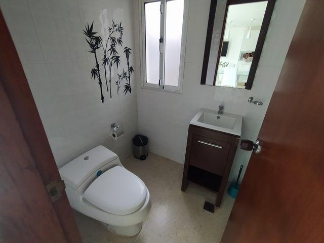 Casa Distrito Metropolitano>Caracas>La Lagunita Country Club - Venta:640 Precio Referencial - codigo: 21-9210