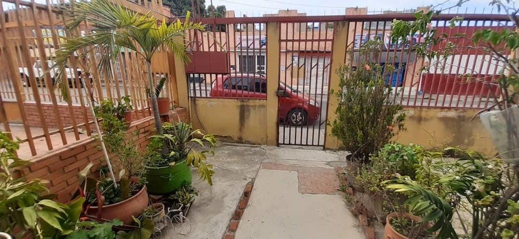 Casa Lara>Barquisimeto>Centro - Venta:45.000 Precio Referencial - codigo: 21-9390