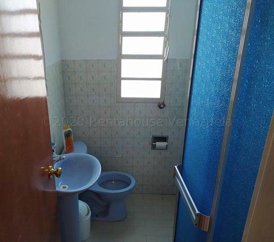 Apartamento Carabobo>Valencia>Camoruco - Venta:10.300 Precio Referencial - codigo: 21-9476