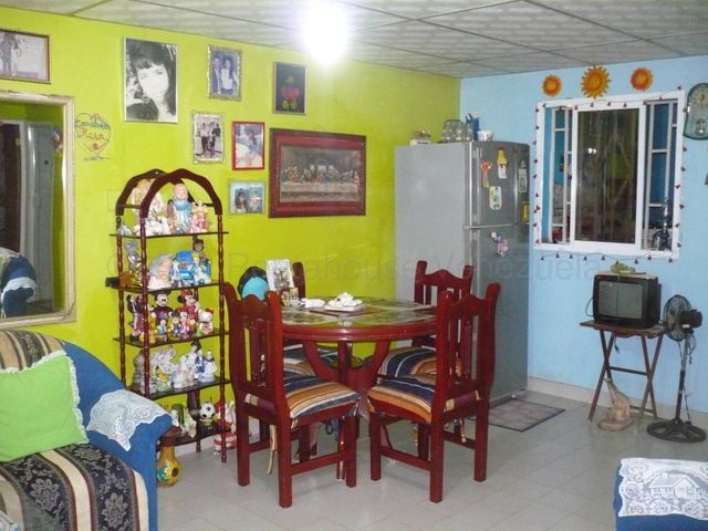Casa Falcon>Coro>La Velita - Venta:5.000 Precio Referencial - codigo: 21-9546