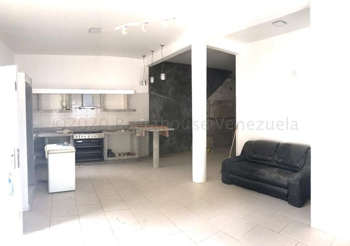 Casa Aragua>Maracay>El Limon - Venta:35.000 Precio Referencial - codigo: 21-9581