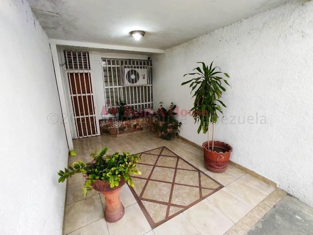 Casa Aragua>Maracay>San Miguel - Venta:38.000 Precio Referencial - codigo: 21-9592