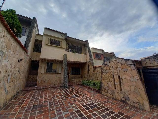 Casa Carabobo>Valencia>El Bosque - Venta:45.000 Precio Referencial - codigo: 21-9721