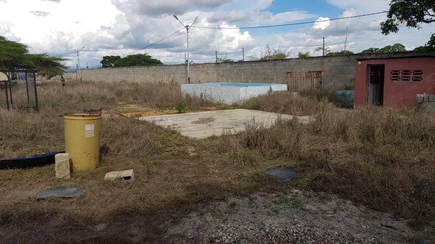 Terreno Lara>Barquisimeto>Parroquia Tamaca - Venta:6.000 Precio Referencial - codigo: 21-9801