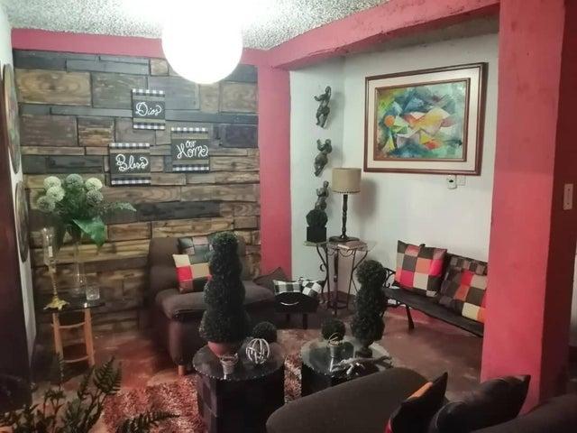 Casa Miranda>Los Teques>Los Teques - Venta:10.400 Precio Referencial - codigo: 21-10023