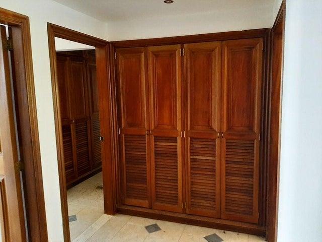 Apartamento Distrito Metropolitano>Caracas>Los Naranjos del Cafetal - Venta:800.000 Precio Referencial - codigo: 21-10154