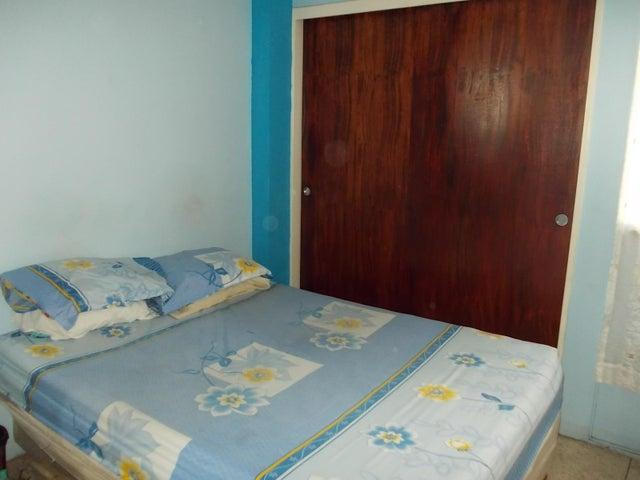 Apartamento Miranda>Los Teques>Los Teques - Venta:15.000 Precio Referencial - codigo: 21-10168