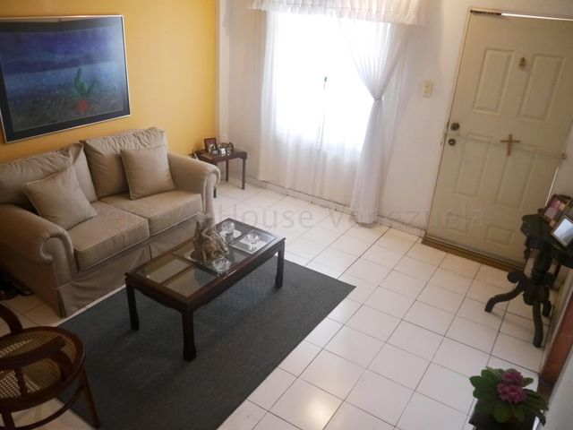 Casa Lara>Barquisimeto>Zona Este - Venta:30.000 Precio Referencial - codigo: 21-10208