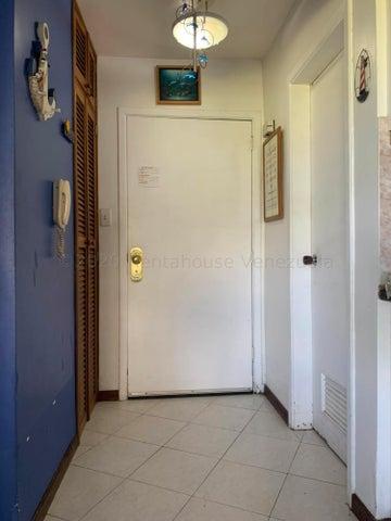 Apartamento Miranda>Higuerote>Agua Sal - Venta:16.000 Precio Referencial - codigo: 21-12116