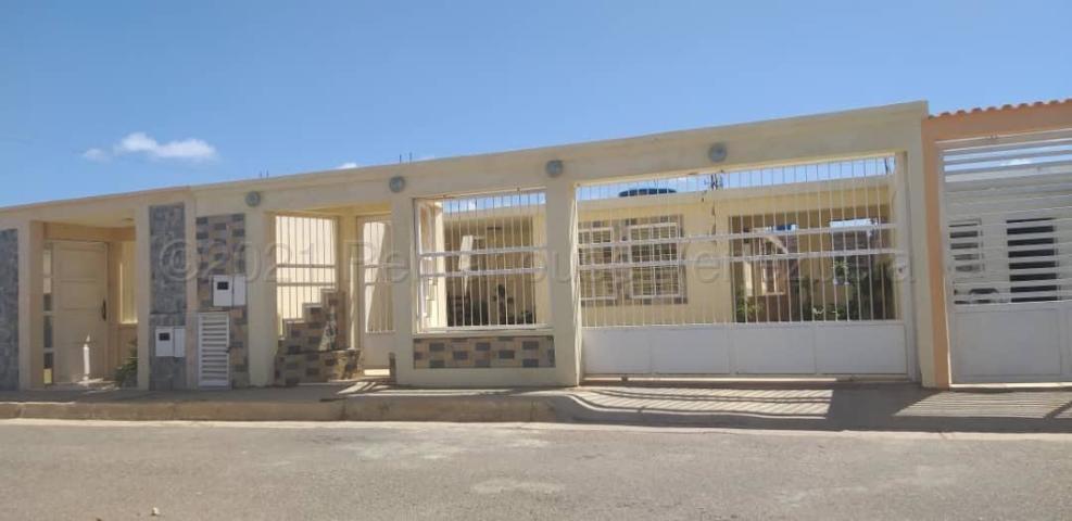 Casa Falcon>Punto Fijo>Pedro Manuel Arcaya - Venta:15.000 Precio Referencial - codigo: 21-10533