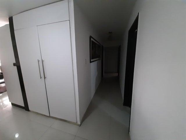 Apartamento Distrito Metropolitano>Caracas>Los Ruices - Venta:72.000 Precio Referencial - codigo: 21-10634