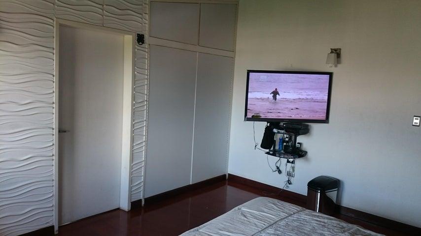 Casa Distrito Metropolitano>Caracas>Colinas de Santa Monica - Venta:550.000 Precio Referencial - codigo: 21-10648
