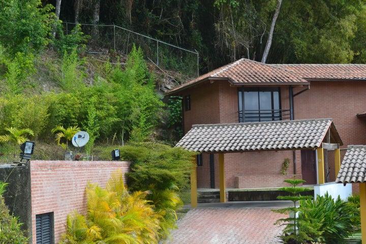 Casa Distrito Metropolitano>Caracas>Oripoto - Venta:470.000 Precio Referencial - codigo: 21-10699