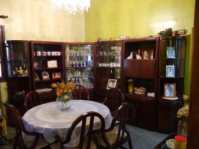 Casa Lara>Barquisimeto>Centro - Venta:80.000 Precio Referencial - codigo: 21-10730