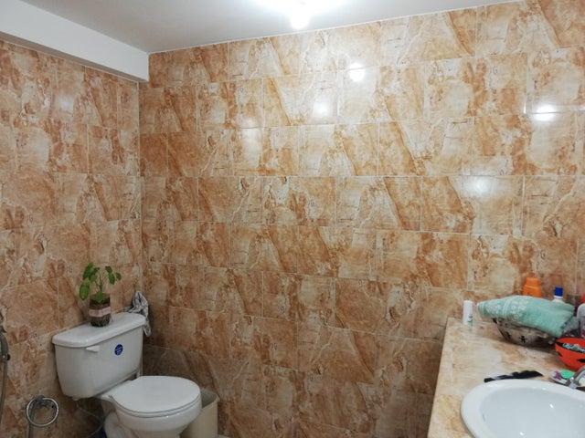 Townhouse Miranda>Guatire>El Encantado - Venta:27.000 Precio Referencial - codigo: 21-12303