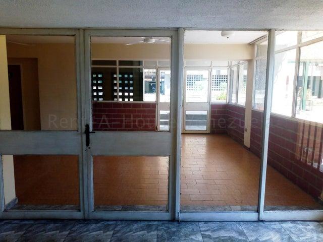 Apartamento Aragua>Maracay>Urbanizacion El Centro - Venta:19.900 Precio Referencial - codigo: 21-11034