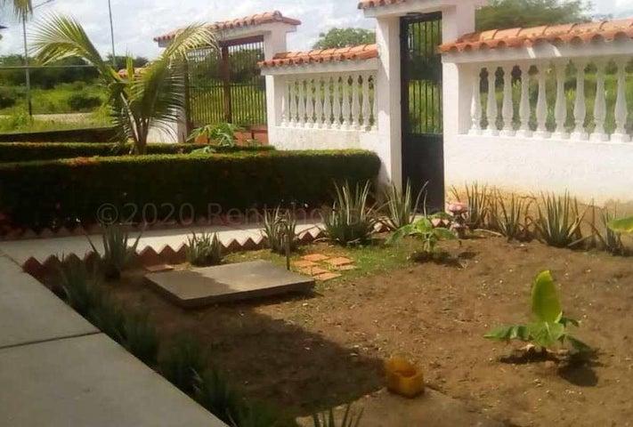 Casa Miranda>Higuerote>Higuerote - Venta:12.000 Precio Referencial - codigo: 21-11141