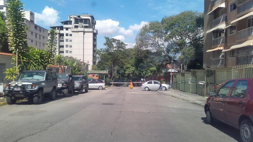 Terreno Distrito Metropolitano>Caracas>Colinas de Santa Monica - Venta:65.000 Precio Referencial - codigo: 21-11574