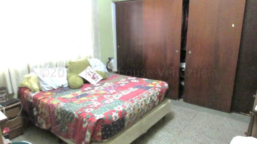 Casa Distrito Metropolitano>Caracas>La California Sur - Venta:140.000 Precio Referencial - codigo: 21-11242