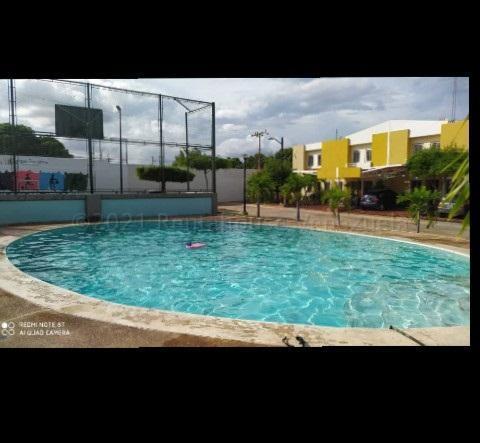 Townhouse Zulia>Maracaibo>Circunvalacion Dos - Venta:16.000 Precio Referencial - codigo: 21-8959