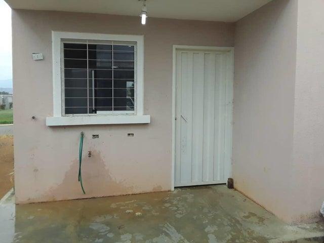 Casa Lara>Barquisimeto>Roca del Norte - Venta:8.000 Precio Referencial - codigo: 21-11325