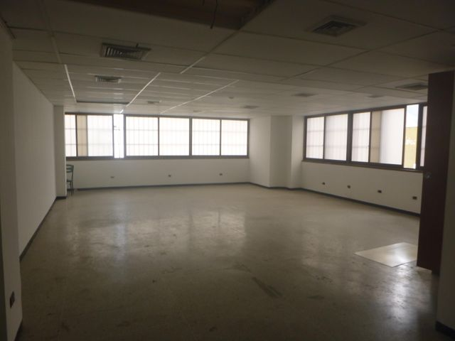 Oficina Distrito Metropolitano>Caracas>La Urbina - Alquiler:450 Precio Referencial - codigo: 21-11357