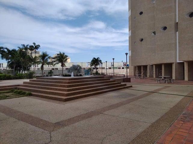 Apartamento Vargas>Catia La Mar>Playa Grande - Venta:75.000 Precio Referencial - codigo: 21-11486