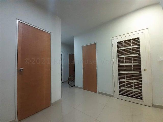 Apartamento Carabobo>Valencia>Las Chimeneas - Venta:28.000 Precio Referencial - codigo: 21-11588