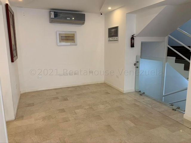 Casa Distrito Metropolitano>Caracas>La Castellana - Alquiler:8.000 Precio Referencial - codigo: 21-12092