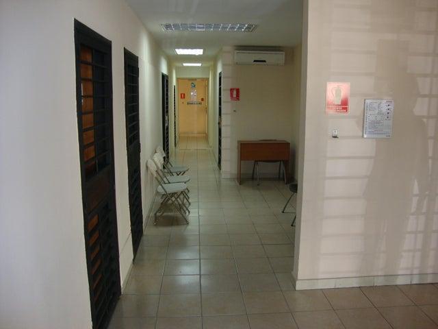 Local Comercial Lara>Barquisimeto>Del Este - Venta:200.000 Precio Referencial - codigo: 21-11613