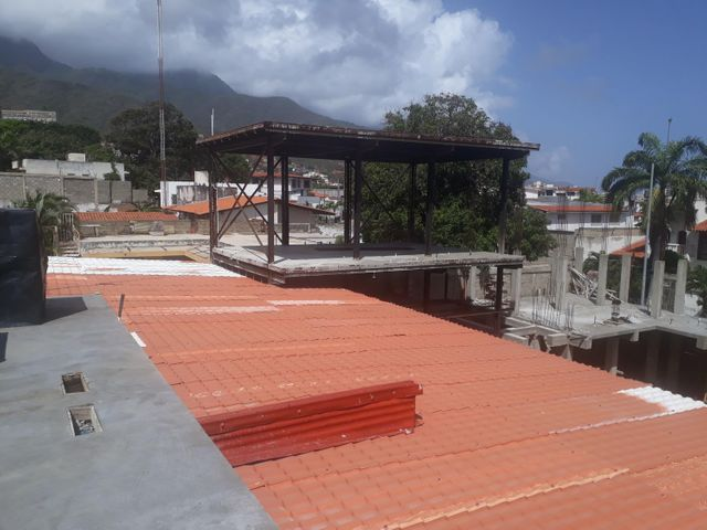 Industrial Vargas>Parroquia Caraballeda>Los Corales - Venta:675.000 Precio Referencial - codigo: 21-11705