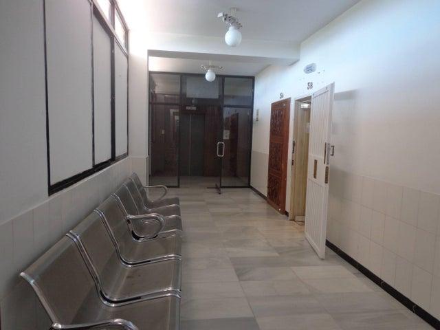 Consultorio Medico  Aragua>Maracay>Las Delicias - Venta:85.000 Precio Referencial - codigo: 21-12037