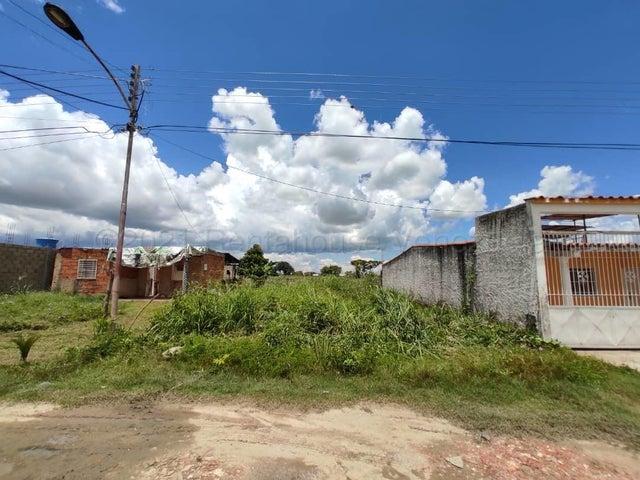 Terreno Aragua>Santa Cruz de Aragua>Residencias Santa Cruz - Venta:12.000 Precio Referencial - codigo: 21-12101